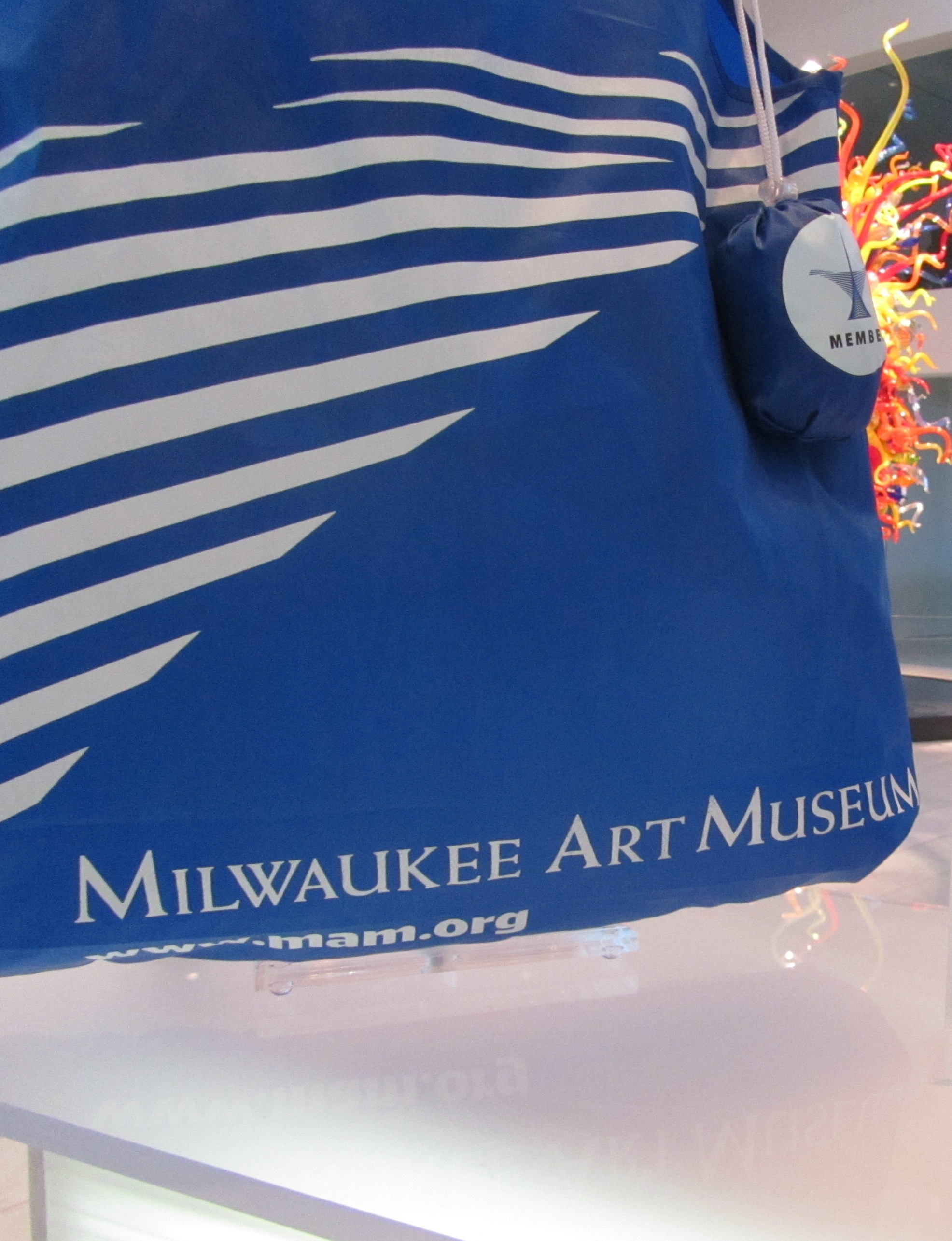 """""""Milwaukee Art Museum"""" in Weiss Antiqua font on Members tote bag."""