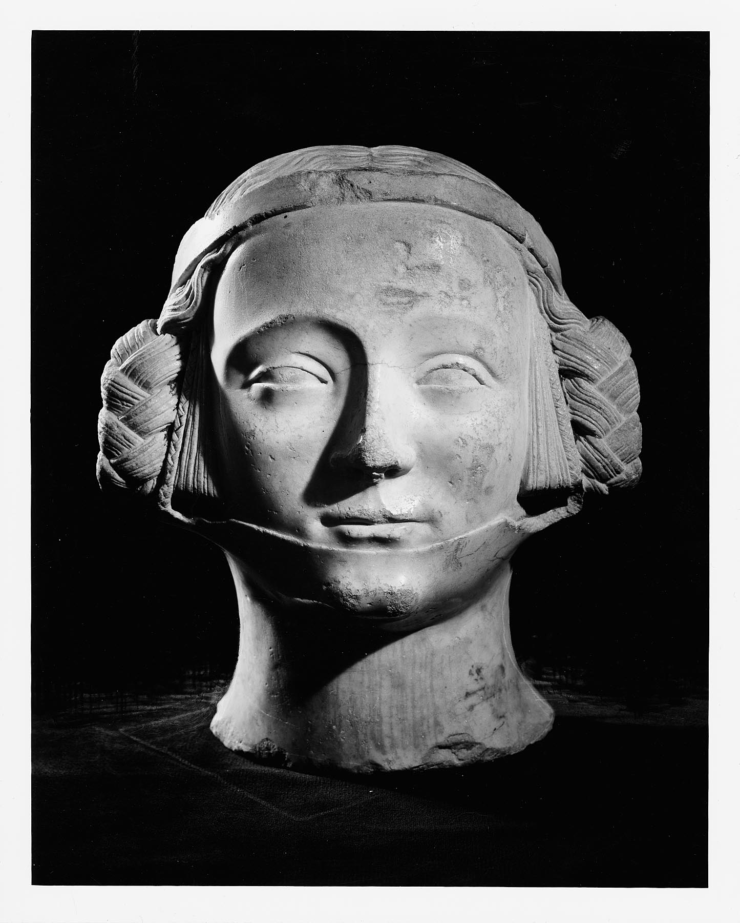French, Head of a Noblewoman, 14th century. Marble; H: 11 3/4 in. Milwaukee Art Museum, Gift of The William Randolph Hearst Foundation through the Milwaukee Sentinel M1958.67. Photo by P. Richard Eells.