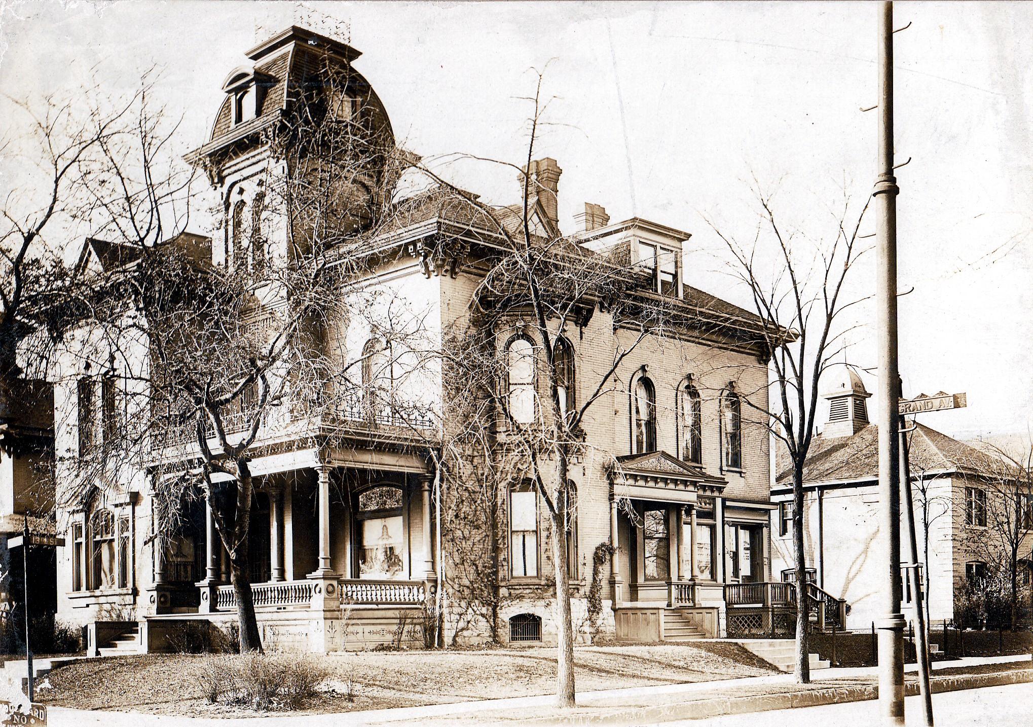 Alonzo Matthews Residence (1300 Grand Avenue), Milwaukee, Wisconsin, ca. 1900. Courtesy Carl Backus, via The Pabst Mansion.