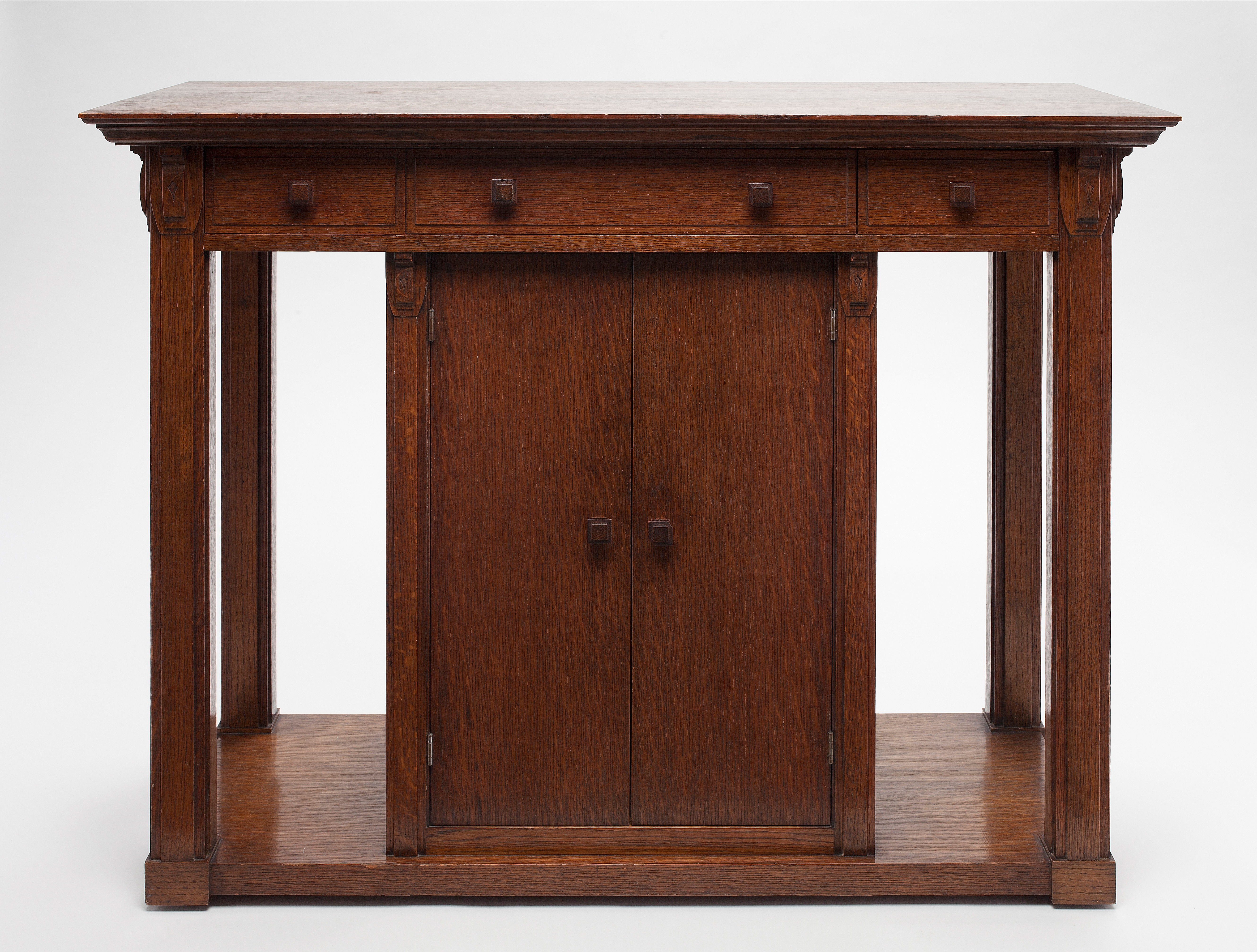 George Mann Niedecken (American, 1878–1945), Serving Table for the Philip Ettenheim Residence (Milwaukee, WI), 1911. Oak; 32 x 42 1/4 x 19 3/16 in. Milwaukee Art Museum, Purchase, with funds from the Mae E. Demmer Charitable Trust in memory of Lawrence E. Demmer M2012.295. Photo by John R. Glembin.