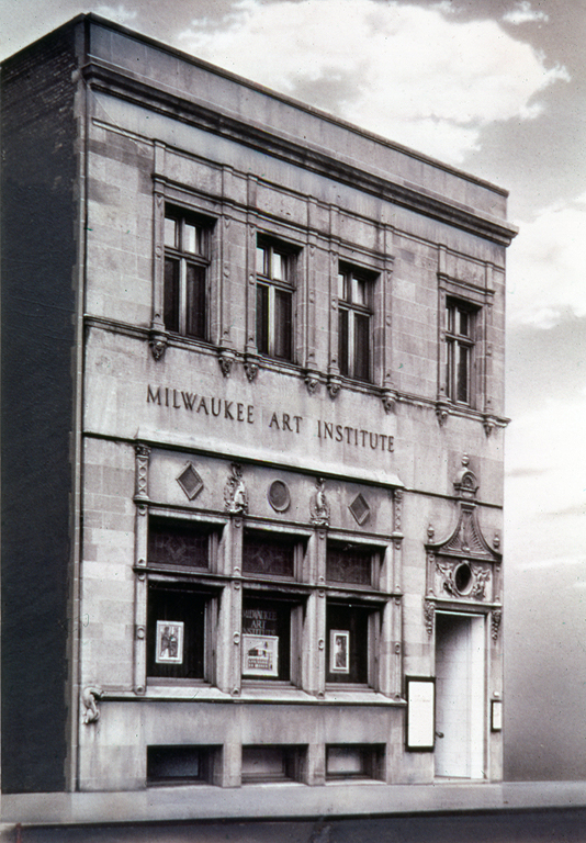 Exterior façade of the Milwaukee Art Institute, early 20th century. Milwaukee Art Museum, Institutional Archives.
