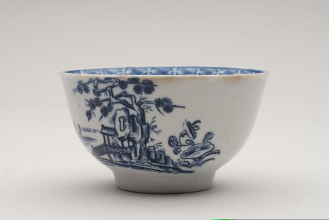 Tea bowl, John Bartlam, 1665-69. Chipstone Foundation. Photo by Gavin Ashworth.