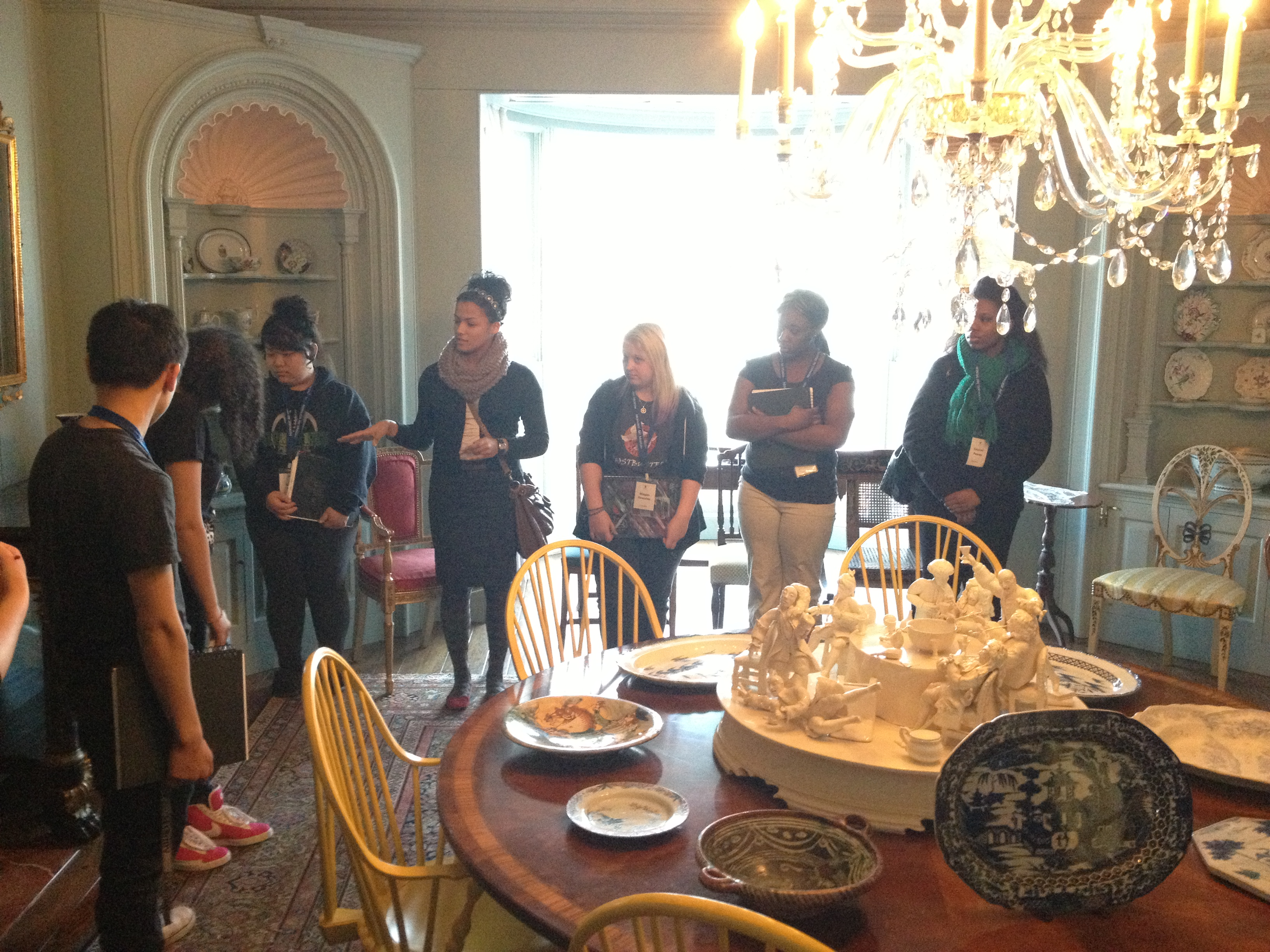 The Dining Room Group compared two objects. Photo by Chelsea Kelly