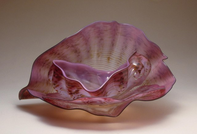Lavender Pink Macchia Set with Black Lip Wraps Dale Chihuly 1986 Blown glass 14 x 24 x 24 in. (35.56 x 60.96 x 60.96 cm) Gift of the Sheldon M. Barnett Family, Marilyn and Orren Bradley, Janey and Doug MacNeil, Audrey and Robert Mann, and Jill and Frank Pelisek