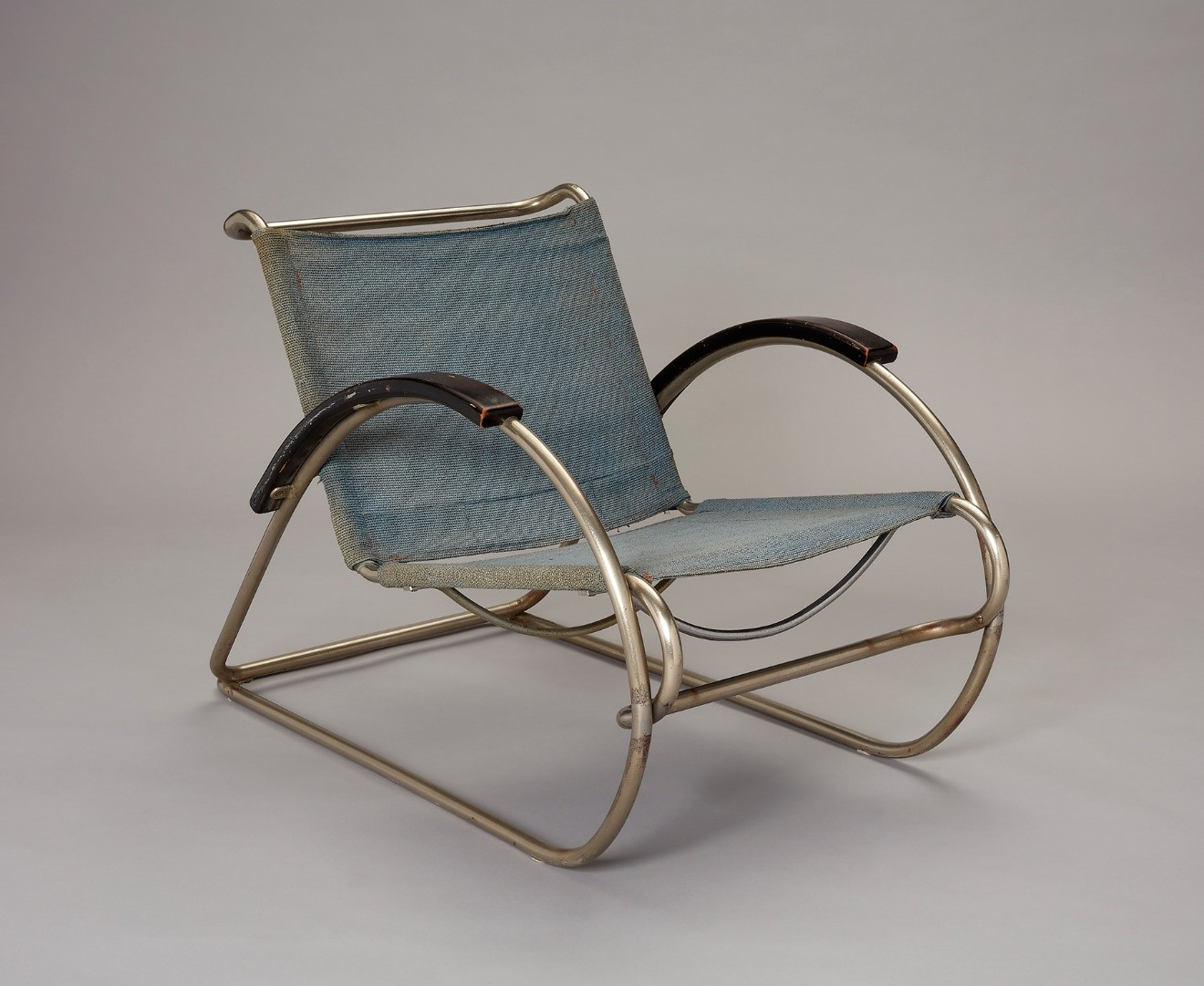 Erich Dieckmann (German, 1896–1944), produced by Cebaso Stahlrohrmöbel (Ohrdruf, Thüringen, Germany, 1882–1934), Armchair (model 8219), 1931. Nickel-plated tubular steel, painted wood, fabric, and original Eisengarn. Milwaukee Art Museum, Purchase, with funds from the Demmer Charitable Trust, M2017.15. Photo by John R. Glembin.